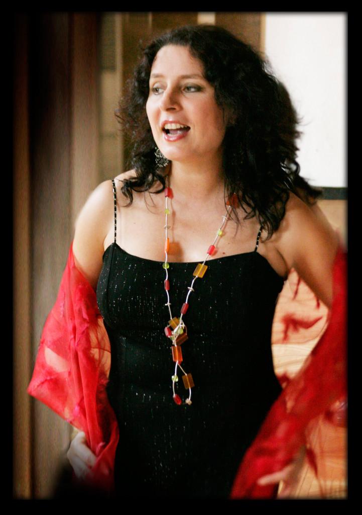 Anna Riveiro vocal